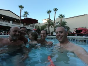 In piscina del Tuscany suites and casino di LAS VEGAS NEVADA