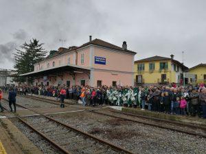 Festa per l'accoglienza del treno storico presso la stazione di Castagnole delle Lanze