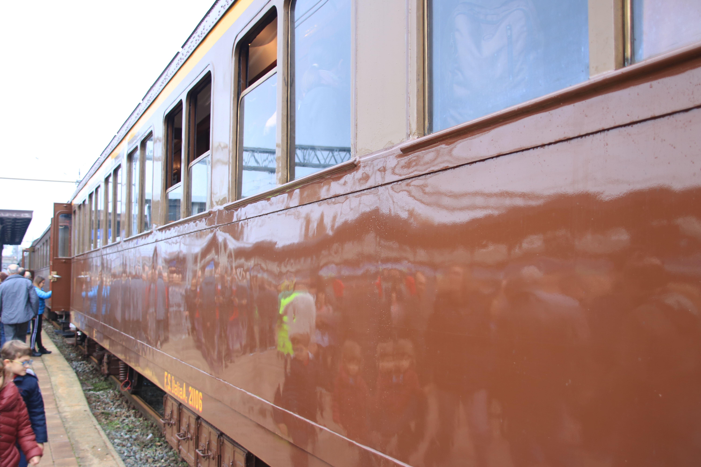 Carrozza centoporte del treno storico a vapore Asti Canelli