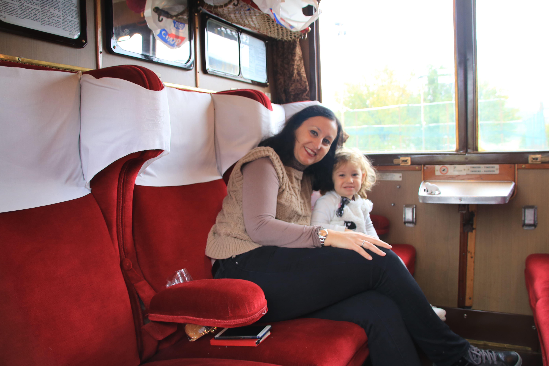 Polpettina sul vagone di prima classe del Treno storico a Vapore tra Torino e Canelli