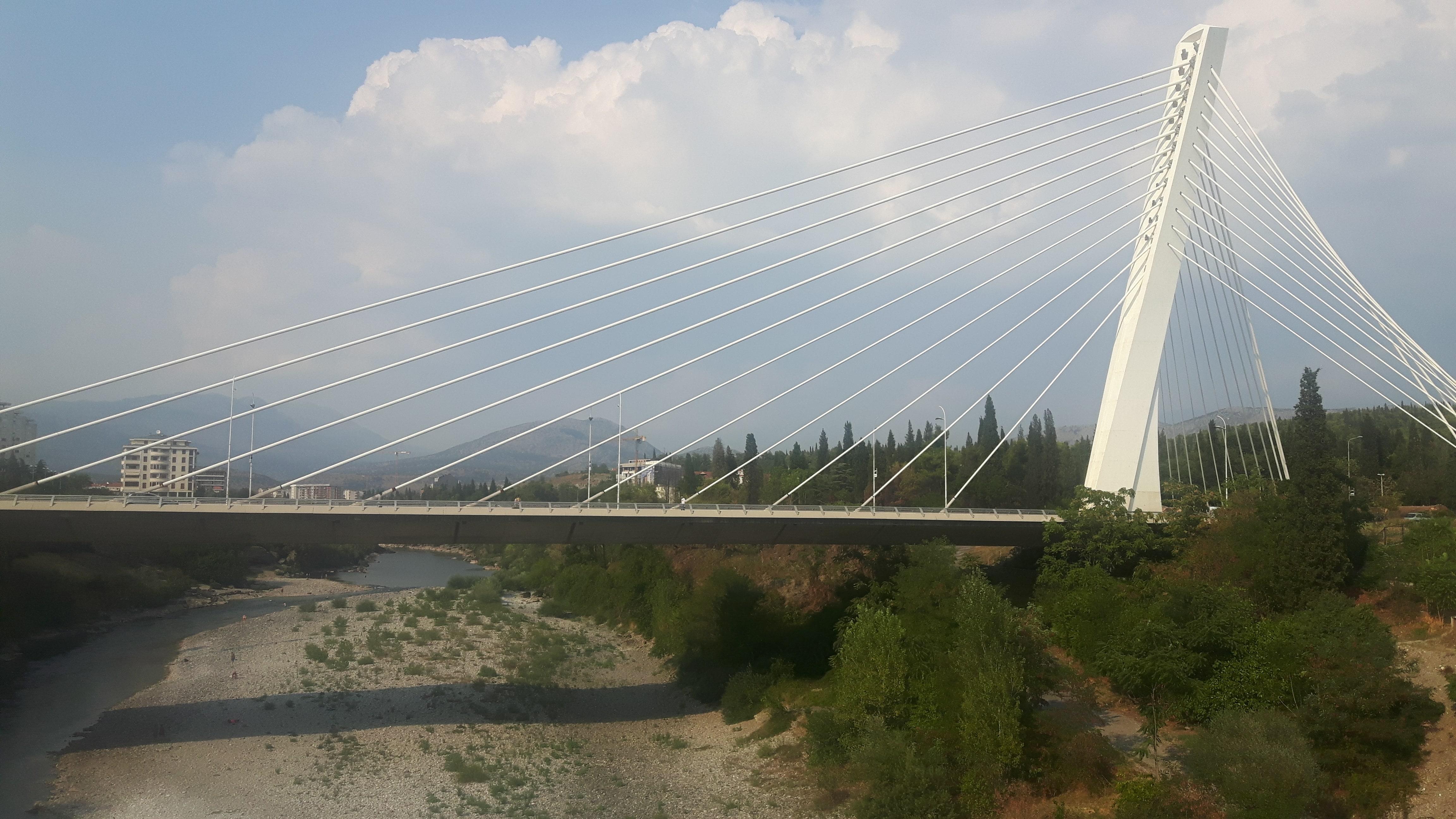 Itinerario in Montenegro, il Millenium Bridge di Podgorica