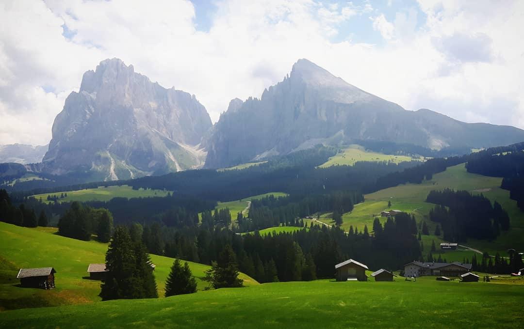 Alpe di Siusi, ai piedi del Sassolungo e Sassopiatto