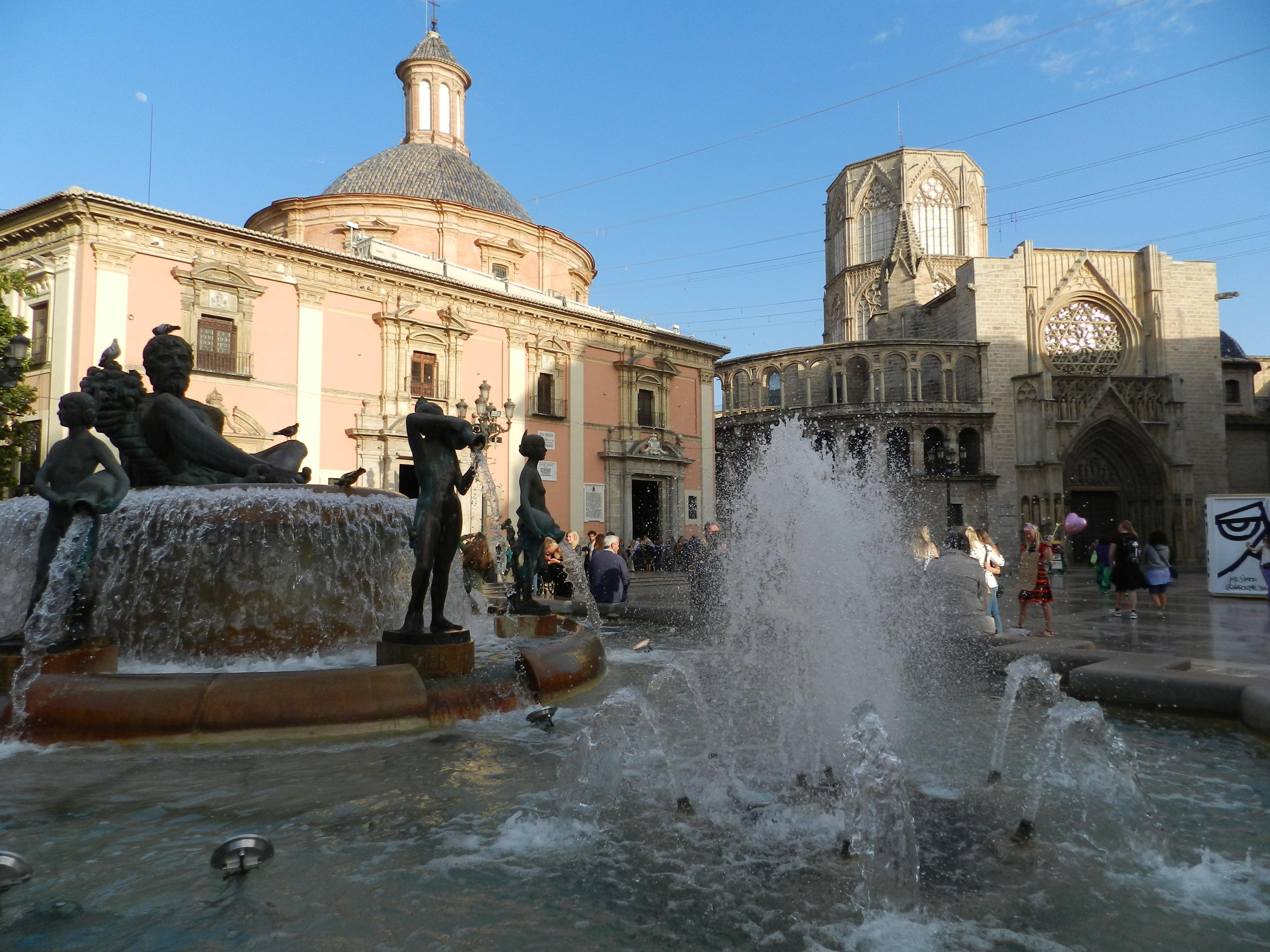 Plaza de Virgen e la Cattedrale