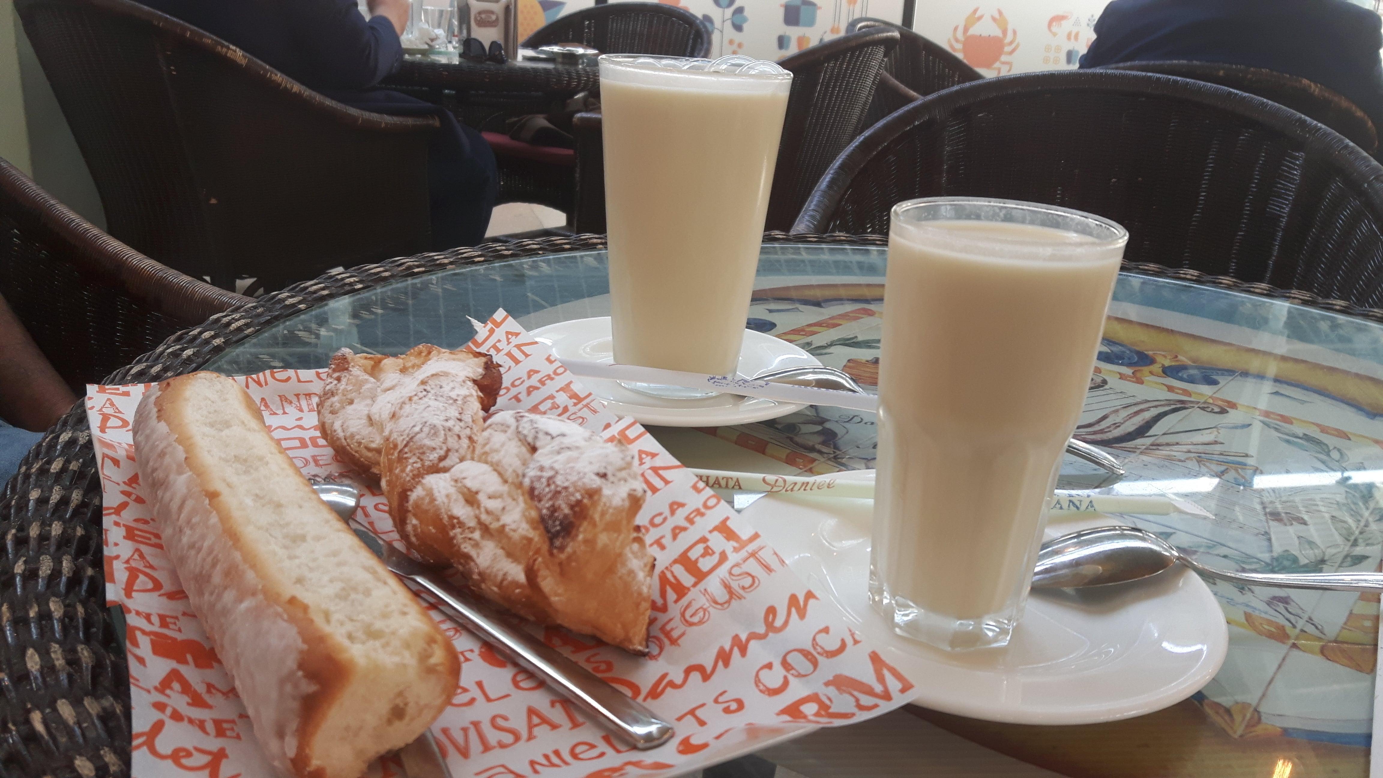 Horchateria Daniel, colazione con horchata de chufa e fartons,